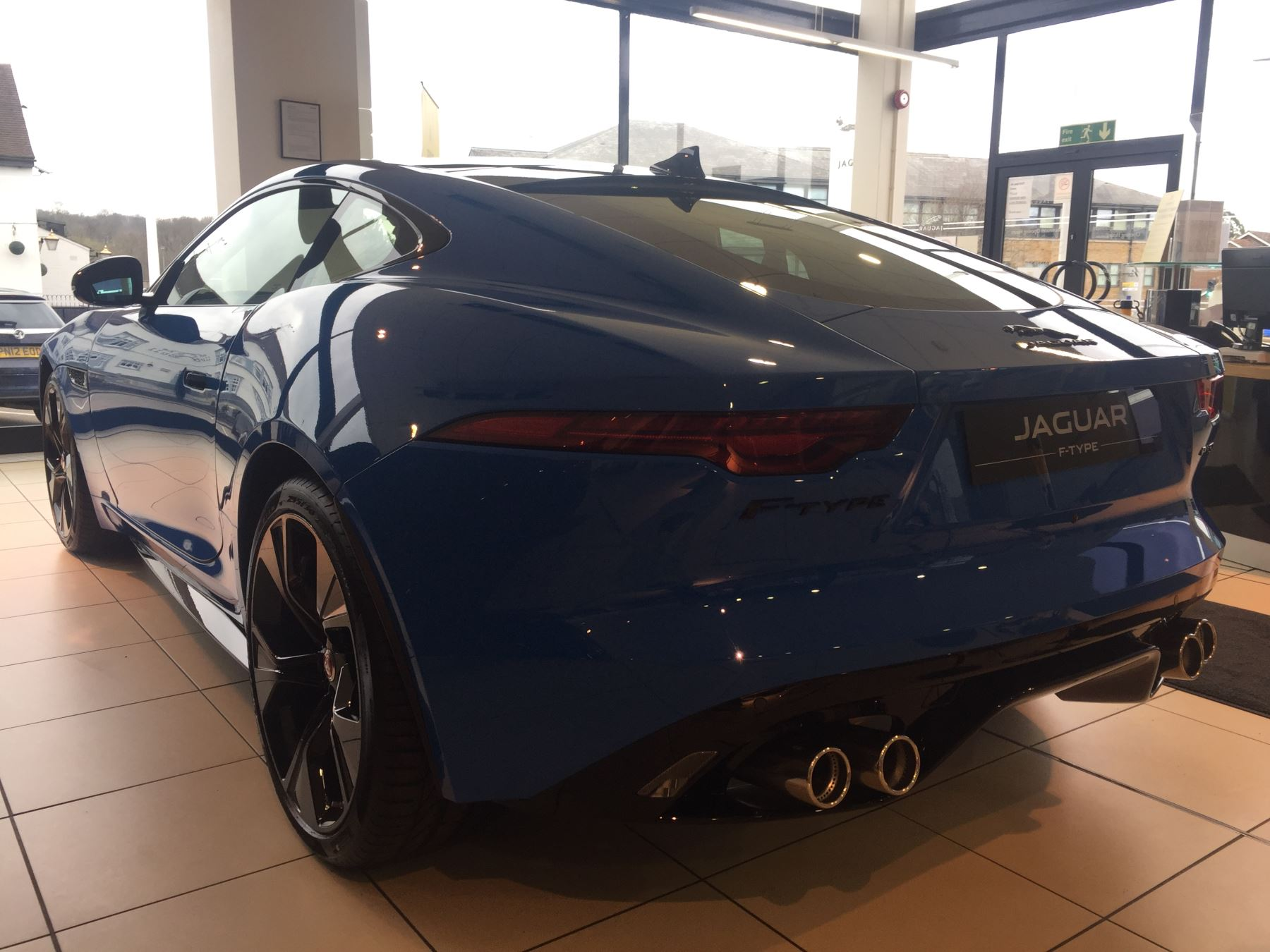Jaguar F-TYPE 5.0 P450 Supercharged V8 R-Dynamic LIMITED REIMS EDITION image 11